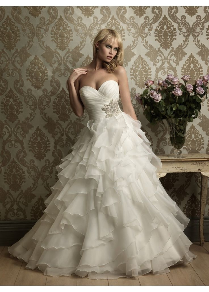 Vestido de noiva com corpete pregueado e saia em camadas - Hiper Original