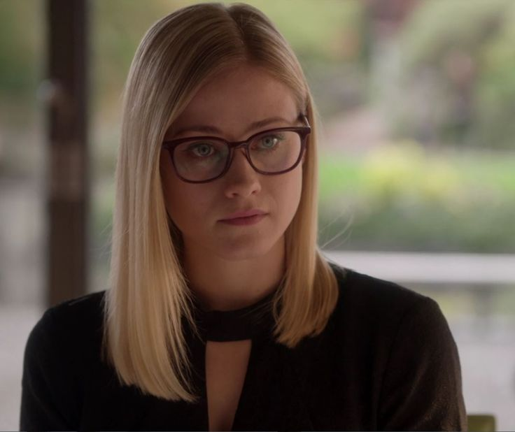 Olivia Taylor Dudley - as  Alice Quinn - in the Magicians