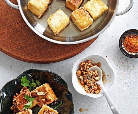 Knuspriger Tofu mit Erdnuss-Sauce