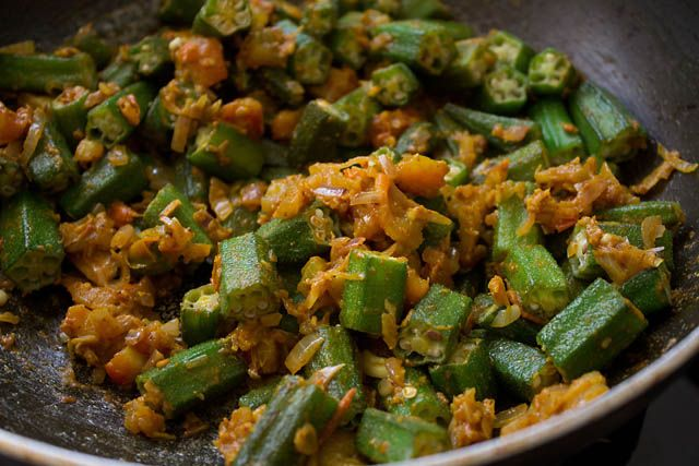 bhindi masala: step by step bhindi masala recipe (had this at a client's party and it was the most AMAZING dish ever) And obviously healthy :)