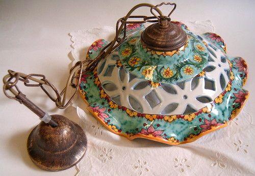 Lampadario in ceramica realizzato, traforato e dipinto a mano.Decoro Floris