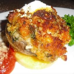 * Red Lobster Crab Stuffed Mushrooms 2 tbRed bell pepper    2 cOyster crackers; crushed    1 lbFresh mushrooms    1/4 tsBlack pepper; ground    1/2 cCheddar cheese; shredded    1/4 cCelery; finely chopped    1/2 lbCrab claw meat    1/2 cWater    1/2 tsOld Bay Seasoning    1/4 tsSalt    6 slicesWhite cheddar cheese    2 tbOnion; finely chopped    1/4 tsGarlic powder    1 Egg