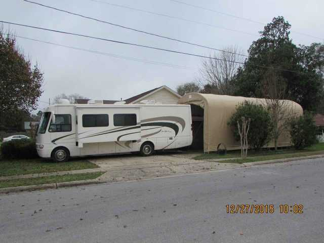 2004 Used National Sea Breeze LX 8321 Class A in Florida FL.Recreational Vehicle, rv, 2004 National Sea Breeze LX 8321, 2004 NATIONAL SEABREEZE 8321LX, 33ft., 16697 miles, sleeps 6, 2 slides, 8.1L Vortec gas engine, Allison transmission, workhorse chassis, 17ft patio awning, slideout topper awnings, basement storage, King Dome auto-seek satellite receiver, Winegard Sensor TV antenna, Michelin tires, hydraulic jacks (4), towing package, 30A/50A electrical connection, Onan Marquis 5500…