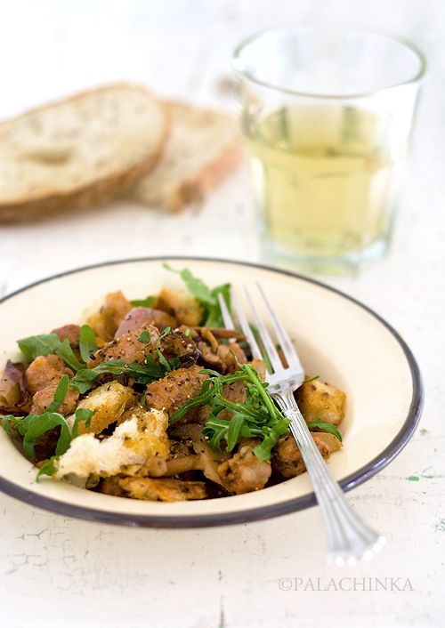 Fried Sausage with Onions, Mushrooms and Bread