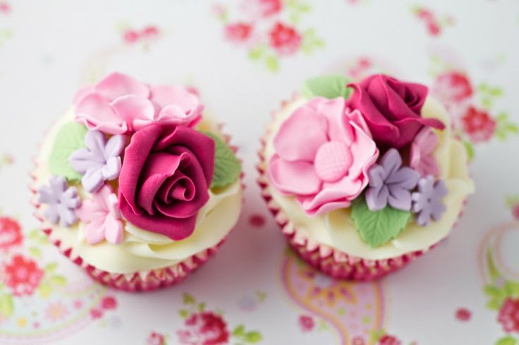 And... what about cupcakes?: Rosas de Fondant.