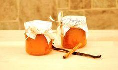 Selbstgemachte weihnachtliche Macadamia-Apfel-Birnen-Marmelade