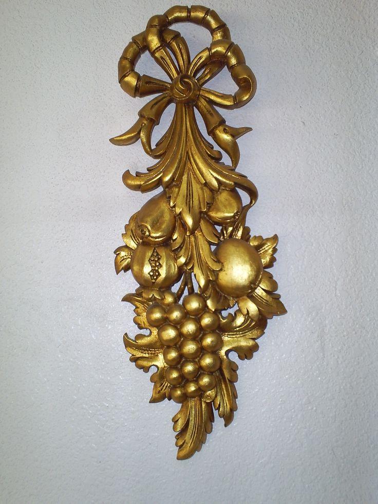 COLGANTE decorativo tallado en madera y dorado pan de oro.60 x20x4.P.v.200.euros.pieza unica y firmada.