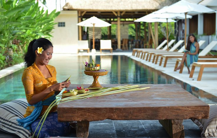 The Open House Bali offers every Sunday for inhouse guests Balinese dancing & temple offerings making lessons.