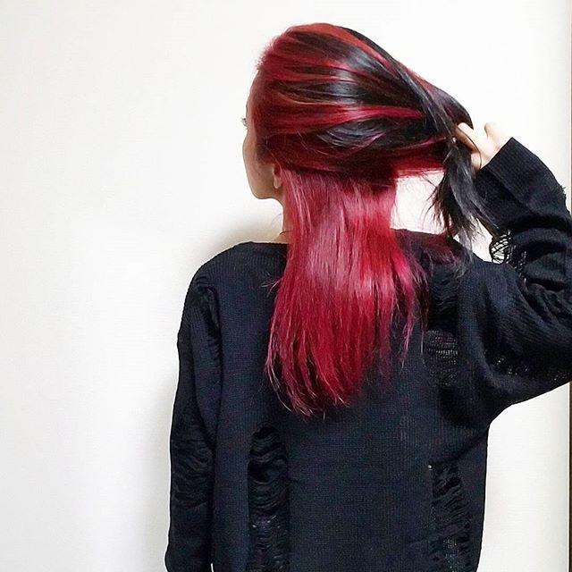 WEBSTA @ mint_ykz - New hair color!!!✨✨お久しぶりの赤。春に向けて思い切っちゃう!?ということで😁がっつりブリーチしてもらって、まずは赤を。マニパニ+カラー剤の合わせ技で、深めの赤にしてもらって感激😆発色もお見事👏さて、ここからどう変化させていこうかな☺#マニパニ #マニックパニック #ヴァンパイアレッド #manicpanic #vampirered #派手髪 #インナーカラー #redblack #redhair #goth #innercolor #haircolor #ヘアカラー #straighthair #ストレートヘア #赤髪