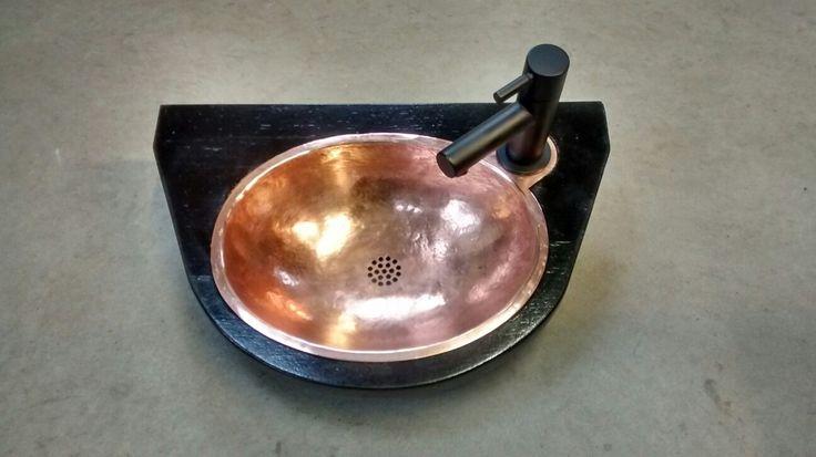koperen spoelbak voor de wc. ( tiolet copper sink)