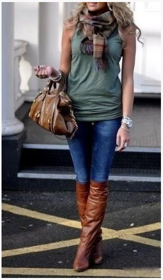 Adorable fall outfit, love the sleeveless + scarf, perfect for SD #falloutfitideas