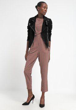 ber ideen zu jumpsuit damen auf pinterest overalls overall schwarz und guido maria. Black Bedroom Furniture Sets. Home Design Ideas
