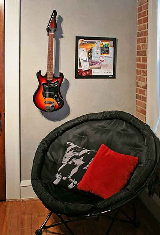 Love the guitar mounted as decor rock and roll kid bedroom pinterest wall ideas bedrooms - Guitar decorations for bedroom ...