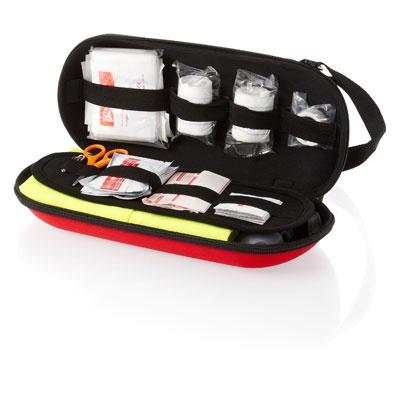 Set Premiers Secours - Tarifs sur devis (contact@objetpubenligne.com) -  TO249218 Kit premiers secours pour la voiture. Ce kit comprend notamment une paire de ciseaux, 2 épingles, 2 bandages, 15 pansements, 8 compresses alcool, 2 compresses humides, 10 pièces de gaze, 1 gilet de sécurité, 1 couverture de sécurité et une lampe dynamo. Conforme à la norme EN13485. Pochette en EVA.  Plus d'informations: http://objetpubenligne.tendanceobjet.com/detail/142265-set-premiers-secours