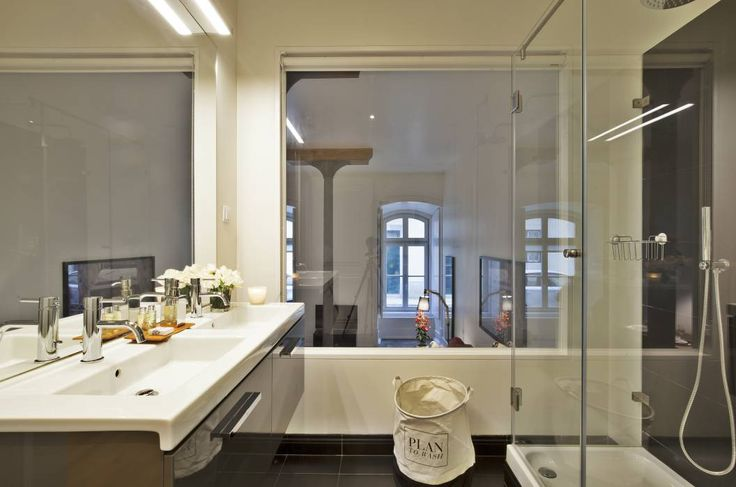 Edifício Gaivotas: Casa de banho Industrial por Pureza Magalhães Decorações Lda