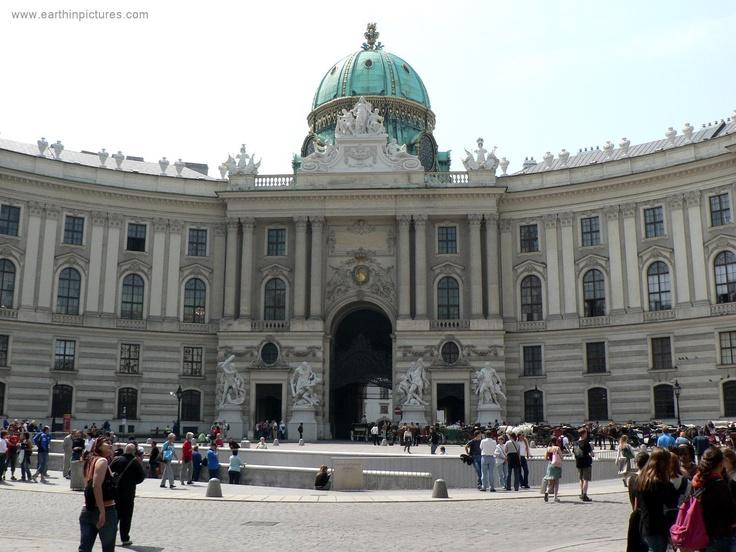 Een van de gebouwen waar Wenen trots op is (en terecht): het Hofburg paleis