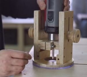 how to use a plunge router video