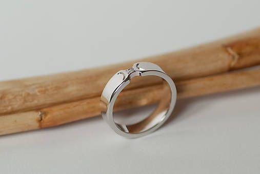 Zásnubný prsteň / obrúčka obdĺžniková - krojená
