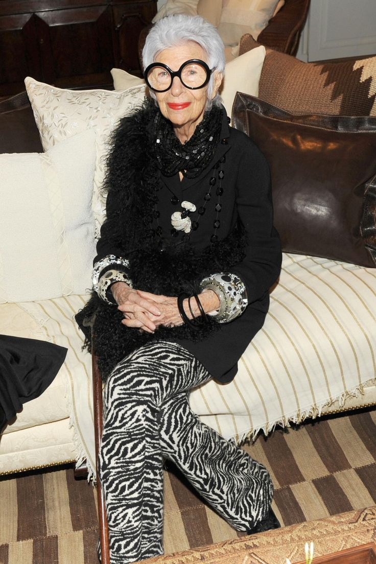 These are the women that prove age is a trivial matter indeed. See style lessons from the ladies we want to grow up to be just like: Iris Apfel. Iris Fashion, World Of Fashion, Fashion News, 50 Fashion, Fashion Styles, Stylish Older Women, Older Women Fashion, Womens Fashion, Carmen Dell'orefice