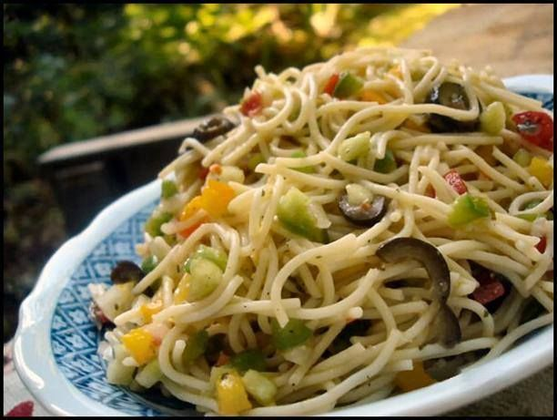 ✿´¯`*•.¸¸✿ SHARE so your Friends can love it too! ✿´¯`*•.¸¸✿  Here is an awesome salad to make for your next picnic at the park!  Ranch Picnic Pasta Salad  Servings:10-16  1 (16 ounce) package angel hair pasta (break in half) or 1 (12 -16 ounce) package tri-color spiral pasta 4 firm ripe seeded diced tomatoes 1 (2 1/4 ounce) can sliced black olives, drained 2 medium cucumbers, peeled pulp removed and diced 1 small onion, finely diced 1 small green bell pepper, seeded and diced 1 small yellow…