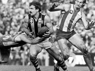10/09/1983. Leigh Matthews. Hawthorn v North Melbourne. VFL Park. Neg: 830910/262