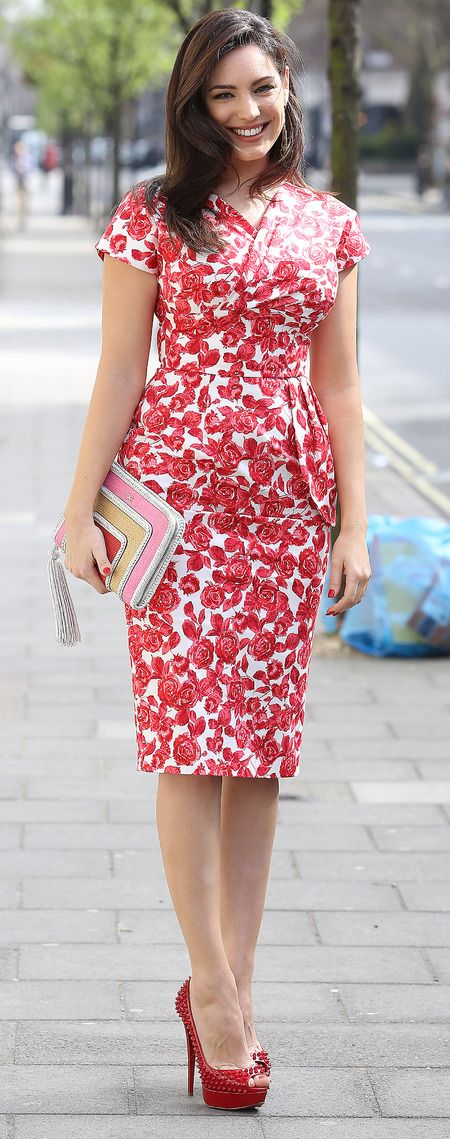 Kelly Brook in a flattering 50's style dress