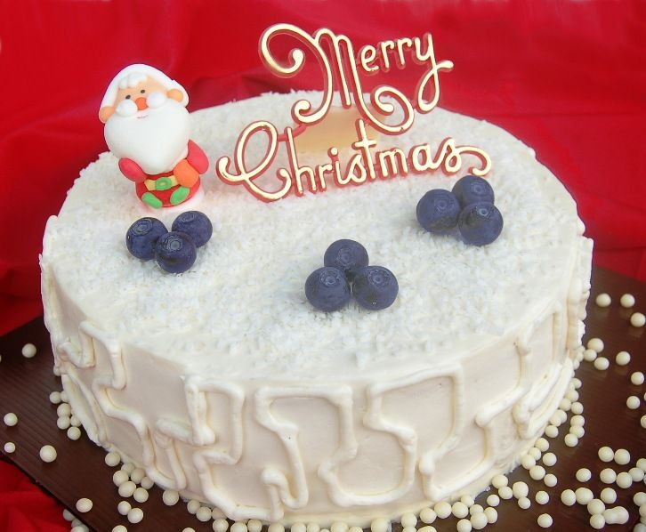BERRILICIOUS. Christmas Delight. A delightful combination of blueberry compote & fresh strawberry on a light Vanilla sponge-cake, covered with snowy white cream cheese. Yum!