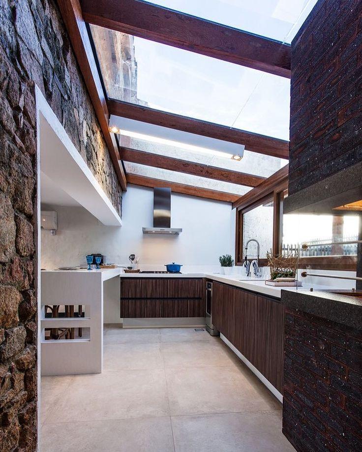 Patio en la cocina. Este recinto de cocina puede albergar un patio interior!