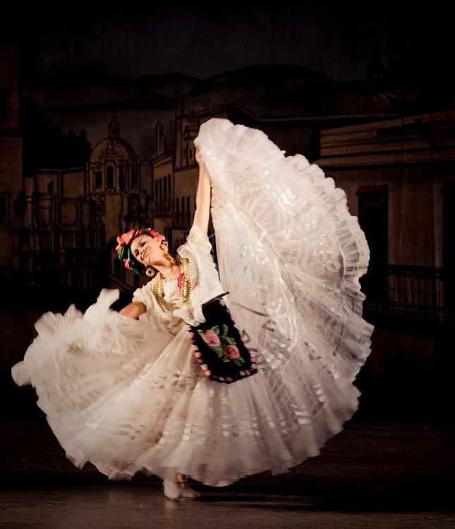 Danza folklorica en Mexico. Ballet Folklorico Amalia Hernandez, Mexico. [ MexicanConnexionforTile.com ] #culture #Talavera #Mexican