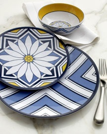 daisy blue and white melamine dinner plates. bbqs and summer parties