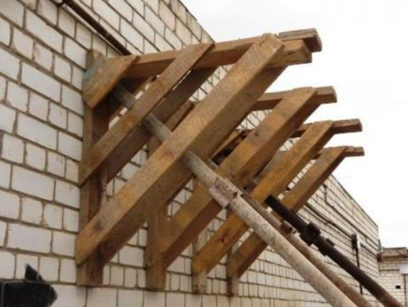 О нюансах самостоятельного возведения деревянных строительных лесов рассказывают эксперты нашего сайта