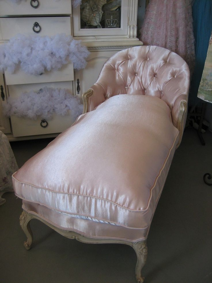 89 best images about chaise lounge on pinterest chaise lounge chairs shabby chic white and chairs. Black Bedroom Furniture Sets. Home Design Ideas