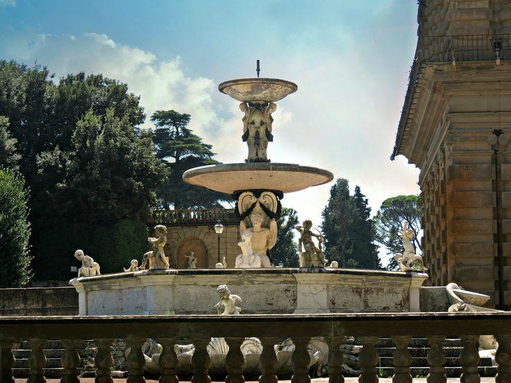 Giardino di Boboli – Florencja, Włochy. Amfiteatr oglądano niegdyś z tarasu, który ozdabia Fontana del Carciofo. Pod tarasem znajduje się Grota Mojżesza, z alegoriami czterech cnót księcia Kosmy.