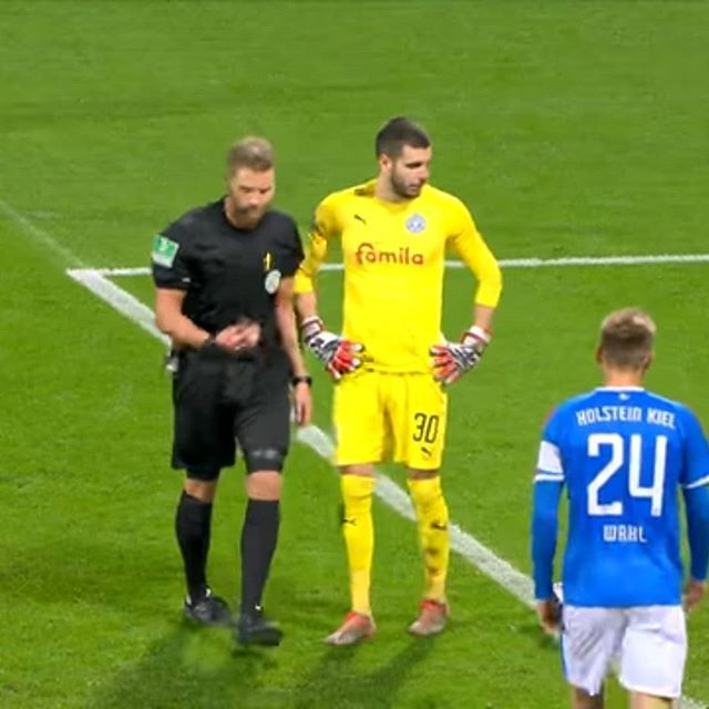 Bizarre Moment In Germany Referee Timo Gerach Correctly Awards A Penalty Kick Because Substitute Enters Field Of Pl Football Referee Penalty Kick Referee