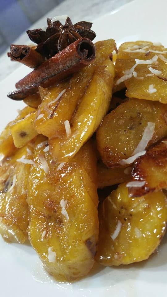 Amarillos en almíbar de coco: Ingredientes: 2 plátanos maduros cortados en lascas 2 cdas mantequilla 1 1/2 cda azúcar negra 2 palitos de canela 1 anise estrellado 2 clavitos de especias 1oz licor de coco 1/4 tz agua de coco Procedimiento: En un sarten a temperatura alta agregar mantequilla y sofreír los amarillos por ambos …