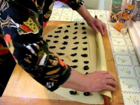 zsuzsa is in the kitchen: HUNGARIAN FILLED PASTA – DERELYE