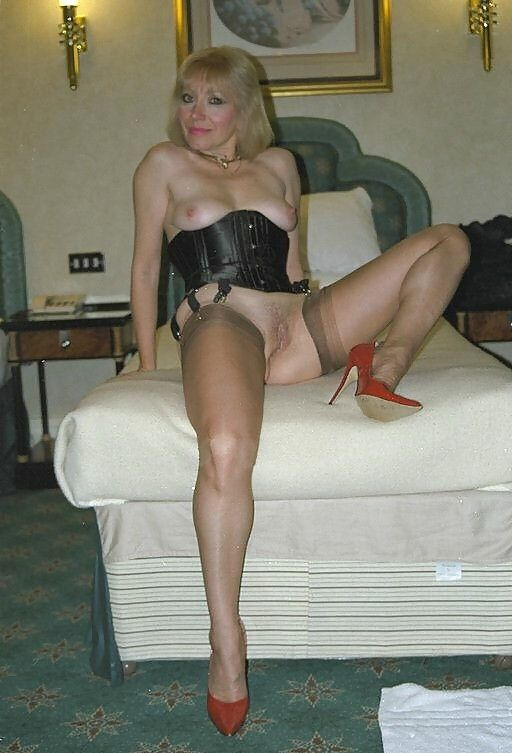 THT DICK! mature in stockings tube day...what wonderful milf