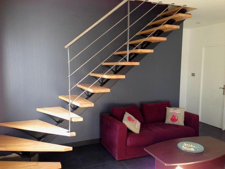 Escalier métallique quart-tournant sur limon central.  Architecture et décoration contemporaine. Art Métal Concept - Quimper - http://artmetalconcept.e-monsite.com/album/escaliers/