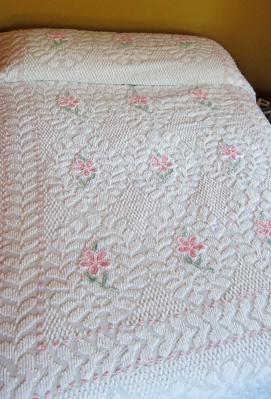 White / Pink Flowers Popcorn Vintage Chenille Bedspread Queen size