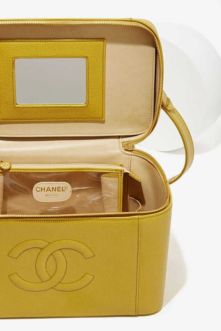 Vintage Chanel Caviar Leather Vanity Case ★ DiamondB! Approved ★