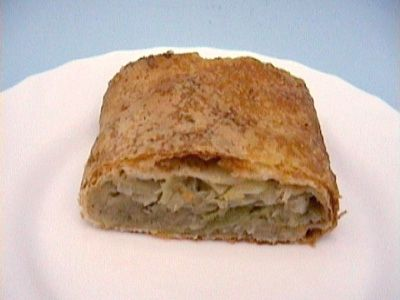 Strudel filled with cabbage (seasoned with pepper)