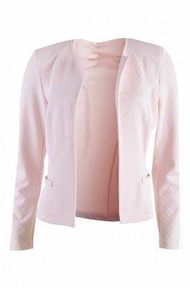 Lichtroze Chanel blazer - gewafelde stof. NL: http://www.bel-bo.be/lichtroze-gewafelde-blazer-1713122.html FR: http://www.bel-bo.be/fr/veste-rose-1713122.html