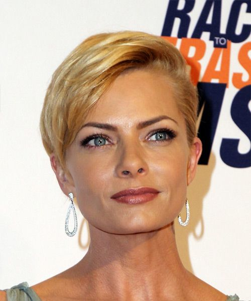 Jaime Pressly Short Straight Formal Pixie Hairstyle With Side Swept Bangs Medium Blonde Golden
