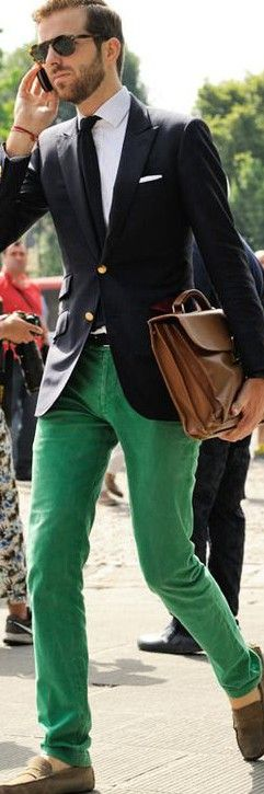 Don´t be boring! —Green pants, white shirt, tie, blazer, sunglasses and bag. JustBeStylish.com