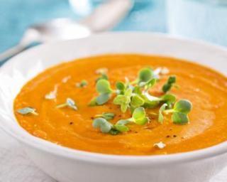 Velouté de carottes coupe-faim aux épices Croq'Kilos : http://www.fourchette-et-bikini.fr/recettes/recettes-minceur/veloute-de-carottes-coupe-faim-aux-epices-croqkilos.html