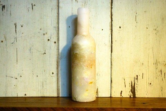 ワインボトルの形をしたキャンドルです。年配の方へのプレゼント、インテリアアイテムとしてよくあいます。高さ25cm 直径7cm燃焼時間50時間|ハンドメイド、手作り、手仕事品の通販・販売・購入ならCreema。