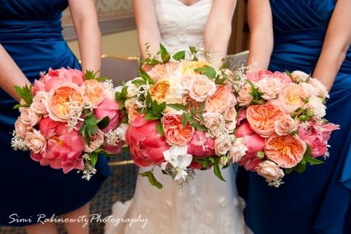 gorgeous coral charm peonies juliet and caramel antique garden roses lea romantica. Black Bedroom Furniture Sets. Home Design Ideas