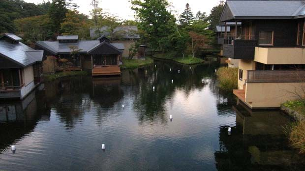 Hoshinoya Resort in Karuizawa, Japan. An onsen resort hotel that provides an updated version of the classic ryokan (Japanese inn), in a pristine natural setting.: Happy Place, Beautiful Places, Hoshinoya Resort, Places I D, Japanese Inn, Classic Inns, Resort Hotel