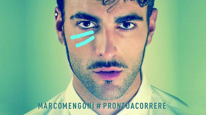 """Il cantautore italiano, Marco Mengoni, il prossimo 6 novembre sbarca al cinema con il film-concerto intitolato: """"Pronto a correre-Il viaggio"""""""
