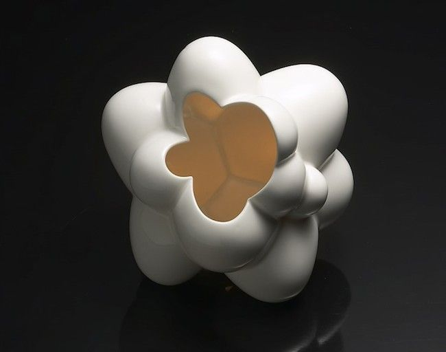 Yoon Sol, Variation 2005_01; porcelain, glaze and slipcasting; 22 x 22 x 23 centimeters